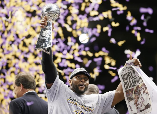 Ray Lewis lifts the Vince Lombardi Trophy - Lucy Nicholson - REUTERS