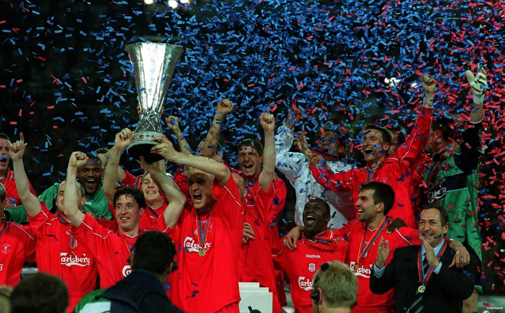 Robbie Fowler (Liverpool) lifts the trophy as the Liverpool team celebrate their victory. Liverpool v Deportivo Alaves UEFA Cup Final 2001.Played in Dortmund. 16/5/2001.Credit :Colorsport/Andrew Cowie.